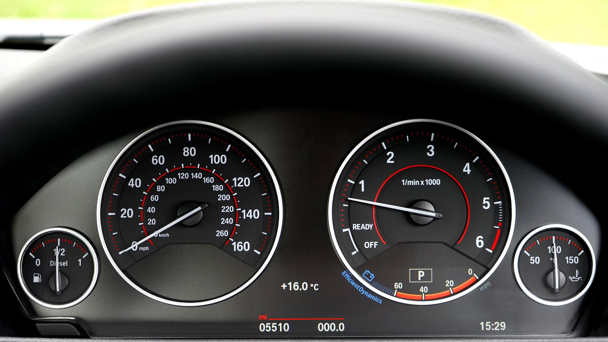 Comment identifier un faux kilométrage ? Astuces d'experts automobiles - Auto